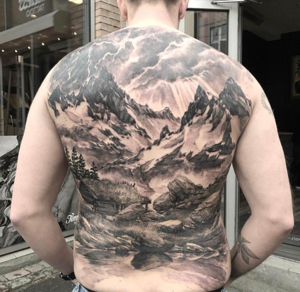 På ryggen tatovering Tattoo priser